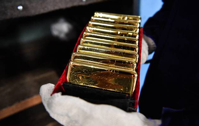 Почему дешевеет золото и что будет дальше