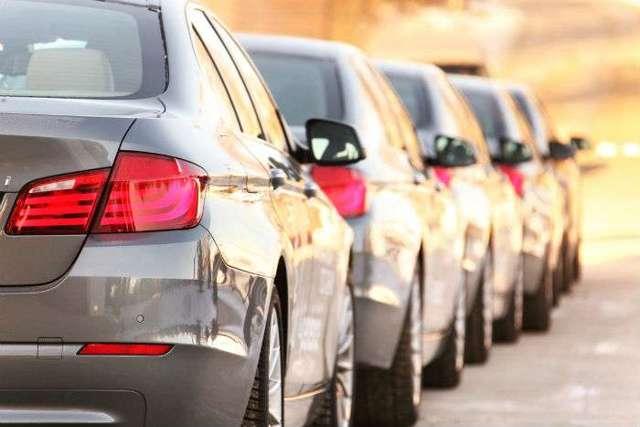 Как девальвация российского рубля повлияла на цены на автомобили в Беларуси и России