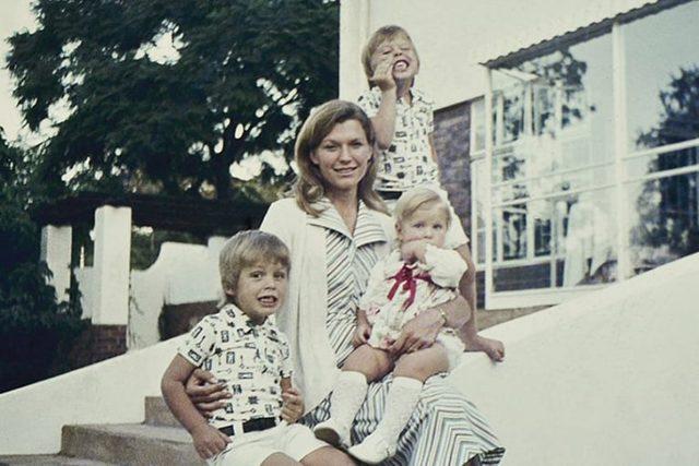 Как в одиночку вырастить гения — смотрите историю красавицы-мамы Илона Маска