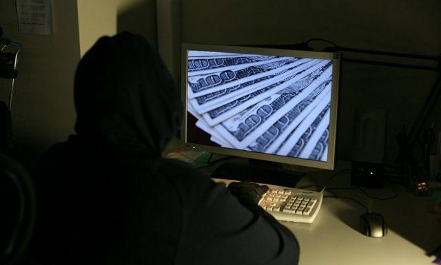Что, если все пойдут снимать наличные? Эксперт о том, как могут сработать киберугрозы банкам