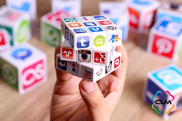 Чтобы не выкидывать деньги зря — узнайте, как советует вести соцсети smm-щик