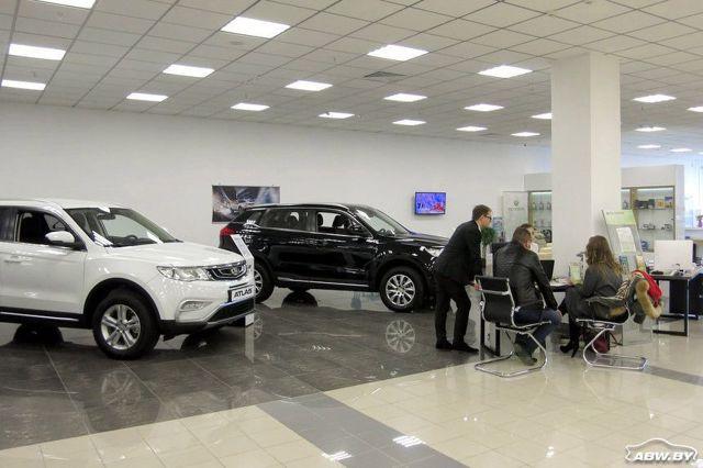 Как нынешнее падение российского рубля повлияло на цены на автомобили в Беларуси и России